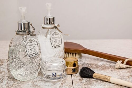 8 Steps To Deep Clean Your Bathroom
